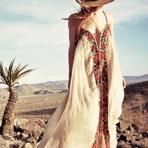 1 LEFT🎉HP🎉🎉Embroidered Floral Maxi Boho Dress